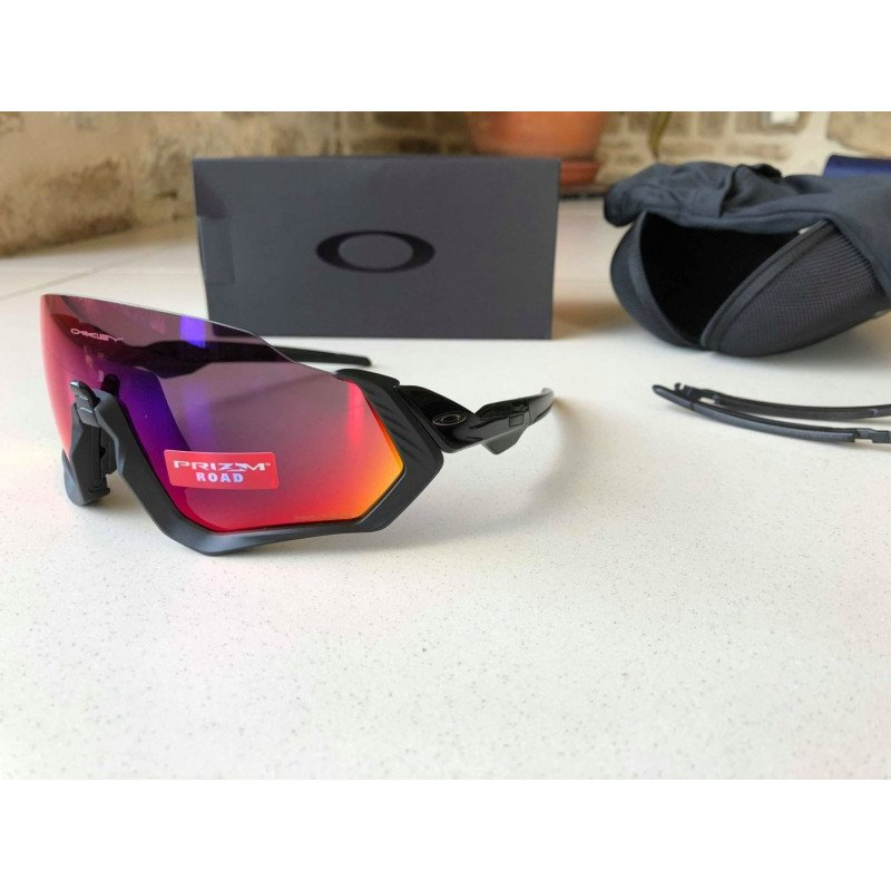 9845c581c9 ... Lunettes Oakley FLIGHT JACKET Polished Black Prizm Road OO9401-0137 ...